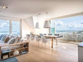 Super Luxe C-View op Duin met Zwembad en Sauna, hotel with pools in Cadzand-Bad