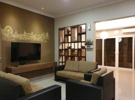 Danka@Taman Golf Residence 4 BR, hotel near Barelang Bridge, Batam Center