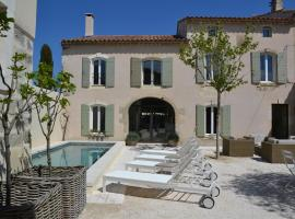 Mas À l'Improviste, hotel near Saint Michel de Frigolet Abbey, Saint-Rémy-de-Provence