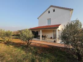 Holiday Home Hrast, hotel near Zadar Airport - ZAD,