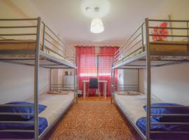 Quarto com 4 camas (Beliches+ 1 Sofá-cama), homestay di Porto