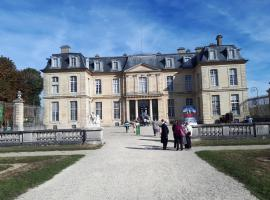 Residence le Château, hotel near Les Yvris-Noisy-le-Grand RER Station, Champs-sur-Marne