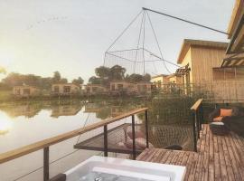 Eco-Lodges du Lac des Graves & Sauternais Langon 33210, hôtel à Saint-Loubert