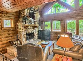 803 Mountain Cabin, hotel in Boyne Falls