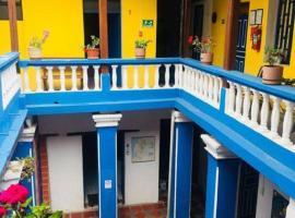 Blue Door Housing Historic Quito, hotel in Quito