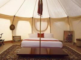 The SAFARI Glamping, luxury tent in Phumĭ Rumléch