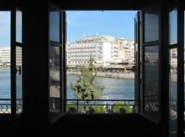 Apartment overlooking the old bridge, accessible hotel in Chalkida