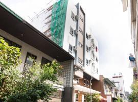 Vaccinated Staff - OYO 152 Sangco Condotel, hotel in Manila