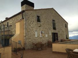 Santuari Mare de Déu Del Mont Restaurant-Hostatgería, guest house in Beuda