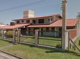 Casas a 100 m do Mar e Plataforma- Tramandaí - Centro, holiday home in Tramandaí