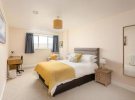 Stylish Modern City Centre Apartment, hotel near Gloucestershire Royal Hospital, Gloucester