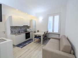 Bilocale ristrutturato a nuovo a 20 metri dal mare, apartment in Varazze
