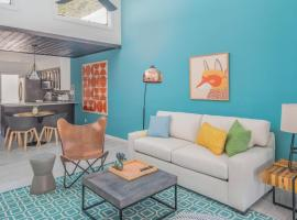 Sleek 2BR Townhome | Central Phx by WanderJaunt, villa in Phoenix