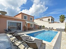Luxurious Holiday Home with Private Pool in Port Camargue, hotel with jacuzzis in Le Grau-du-Roi