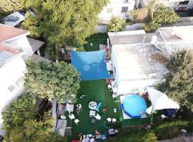 Private house with huge garden, מלון בתל אביב