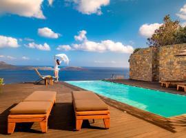 Elounda Black Pearl Villa, pet-friendly hotel in Elounda