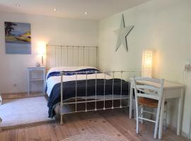 Maritimes Zimmer mit eigenem Bad in Düsternbrook, Hotel in der Nähe von: Christian-Albrechts-Universität, Kiel