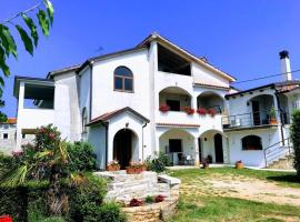 Apartment Complex Kanegra, Bed & Breakfast in Umag
