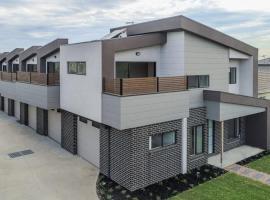 A brand new private townhouse, vila u gradu Melburn
