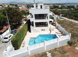 Villa d'Irene-near athens airport , 200 meters from the beach davis, apartment in Artemida