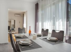 Apartment Blaž, hotel near City Center One Split, Split