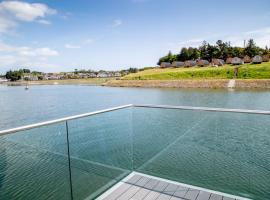 Let's Go Hydro Lake Pod, Belfast, hotel with jacuzzis in Belfast