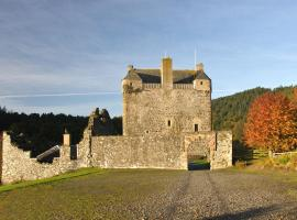 Neidpath Castle Cottage, hotel en Peebles