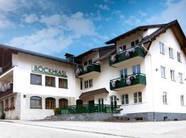 Hotel-Gasthof Beim Böckhiasl, hótel í Neukirchen an der Vöckla