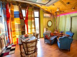 Anahuaska Art - Suites Temáticas, guest house in Panzares