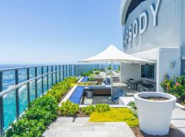 Rhapsody Resort - Official: Gold Coast şehrinde bir otel