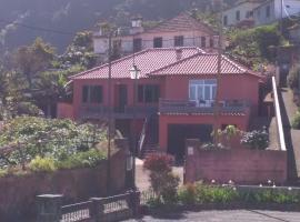 Casa reizinho, hotel in Santana