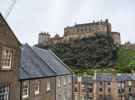 Apartment in Edinburgh with great view on Castle, budget hotel in Edinburgh