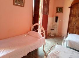 Hostal Rita Borrell TRINIDAD, bed & breakfast a Trinidad