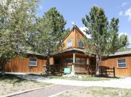 Mt. Oxford Chalet at Creekside Chalets, hotel in Salida