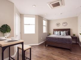 SD Premium Chic Studio, serviced apartment in San Diego