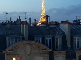 Studio vue tour Eiffel, hotel near Convention Metro Station, Paris