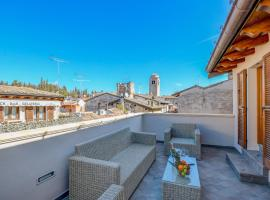 Luxury Suite Sirmione, guest house in Sirmione