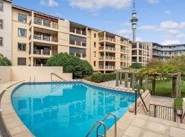 Three Bedroom w/ Free Parking - Auckland Viaduct!, hotel with jacuzzis in Auckland