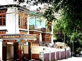 Youthok Guest House, family hotel in Leh
