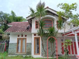 Multazam Syariah Guesthouse Yogya, apartment in Yogyakarta