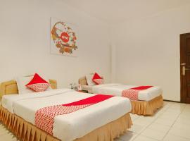 Vaccinated Staff - OYO 206 Hotel Candra Kirana, hotel in Yogyakarta