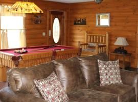 Hoot-N- Holler Chalet, cabin in Pigeon Forge
