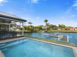 IDYLLIC WATER FRONT HOUSE, pet-friendly hotel in Gold Coast