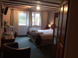 Crown House & Lodges B&B, accessible hotel in Helston