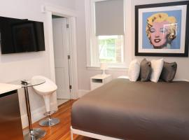 A Stylish Stay w/ a Queen Bed, Heated Floors.. #36, apartment in Brookline