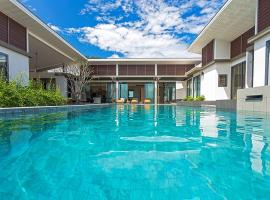 CasaBay Luxury Pool Villas, hotel in Rawai Beach