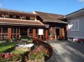 Dein Haus Pousada, homestay in Pomerode