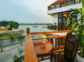 Threeway Riverside Villa, hotel in Hoi An
