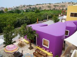 Les Ateliers de Tyr, guest house in Soûr