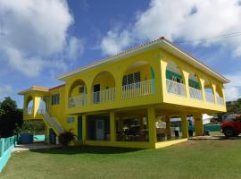 La Casona Beach House, hotel in Fajardo